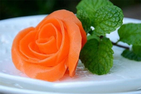 Tỉa hoa hồng cà rốt thực chất cũng khá đơn giản